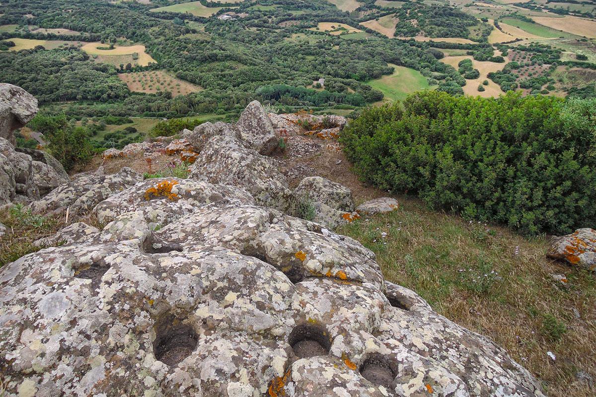 """Collinas, """"La roccia delle impronte"""", Nuraghe Concali. 📷 Nicola Castangia"""