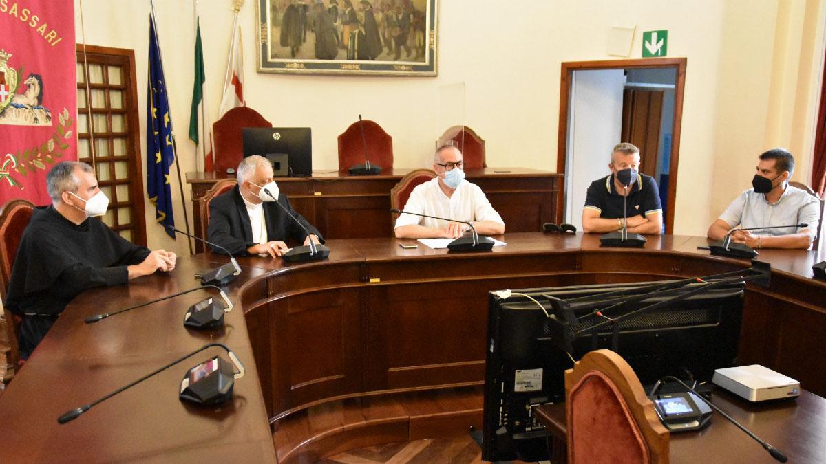 La conferenza stampa di stamane (il sindaco Nanni Campus, l'arcivescovo Gian Franco Saba, il presidente dell'Intergremio Fabio Madau e padre Salvatore Sanna)